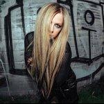 Avril Lavigne-Unwanted (Live Version)